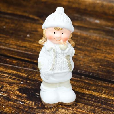 Figurka ceramiczna dziewczynka 16 cm