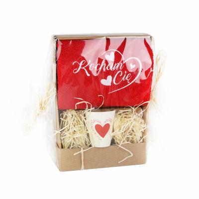 """Ręcznik z haftem """"Kocham Cię"""" i kubkiem czerwony 50x100 cm"""